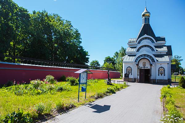 Красненькое кладбище храм